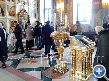 Внутри Алексиевского храма